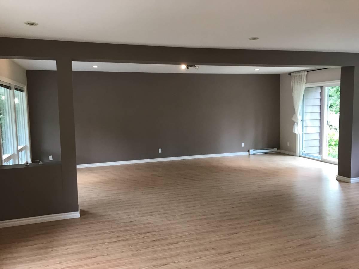 90 Glengarry Living Room